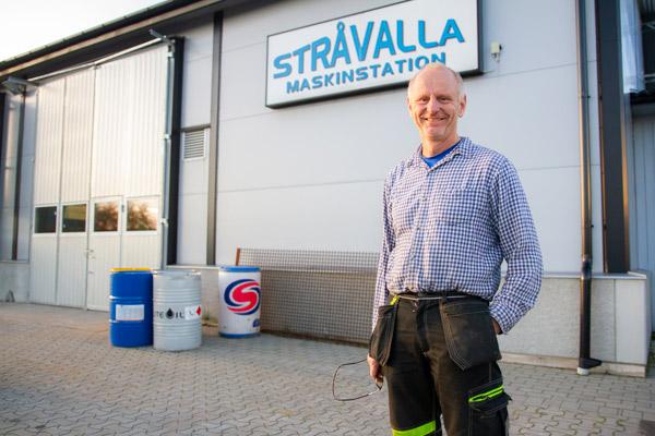 Stråvalla Maskinstation AB grundades 1985 och drivs av Sven-Olof och Per-Erik Johansson med tjugo anställda. Företaget har efter många år i branschen byggt upp ett stort förtroende hos kunderna, som är ständigt återkommande.