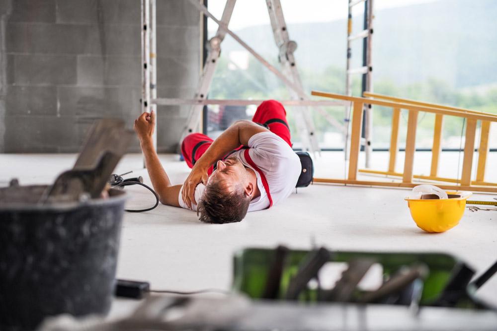 För att minska risken för skador är det viktig med kompetenta arbetstagare, god ledning och välhanterad riskstyrning. Önskar du att reducera risken för arbetsolyckor i verksamheten, ska du jobba systematiskt och kontinuerligt med KMA.